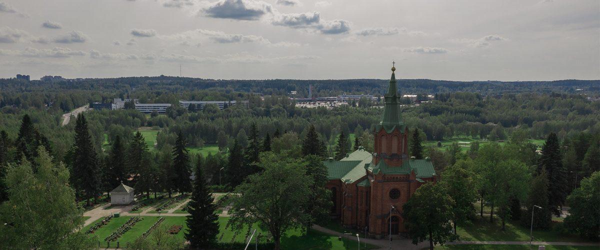 Ilmakuva Messukylän uudesta kirkosta. Taustalla Turtolan alueita.
