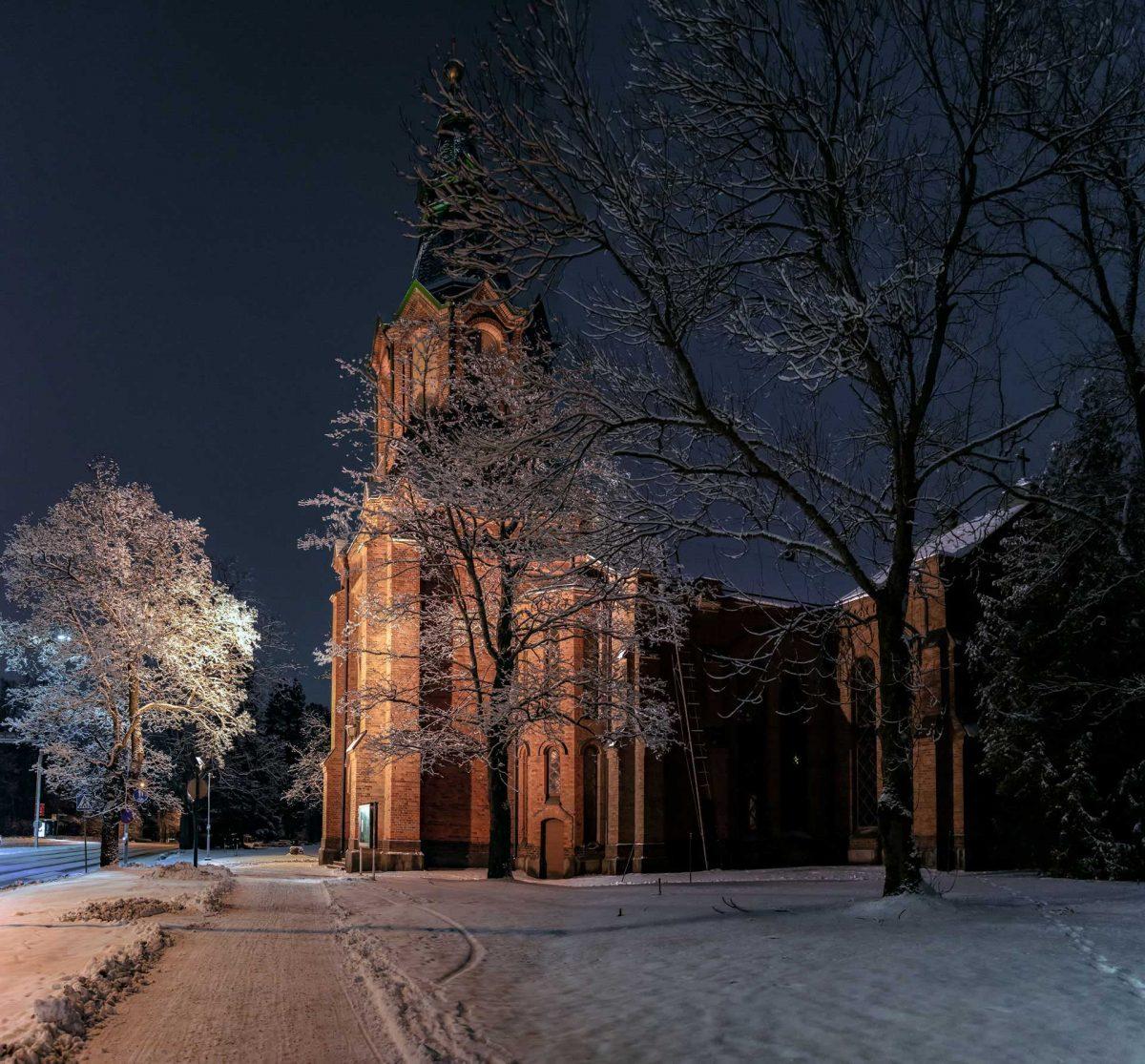 Messukylän kirkko talvella 2021.