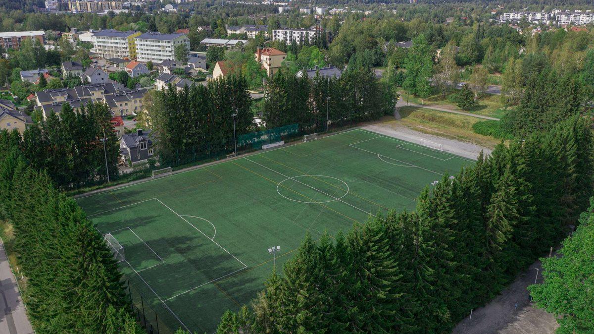 Ilmakuva Messukylän urheilukentästä. Taustalla vasemmalla vuonna 2020 valmistunut Lissu kerrostalo Messukylänkadun varressa.