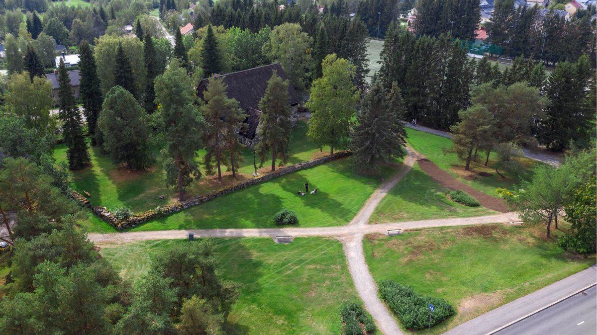 Kivikirkonpuisto ja Messukylän vanha kivikirkko ilmakuva