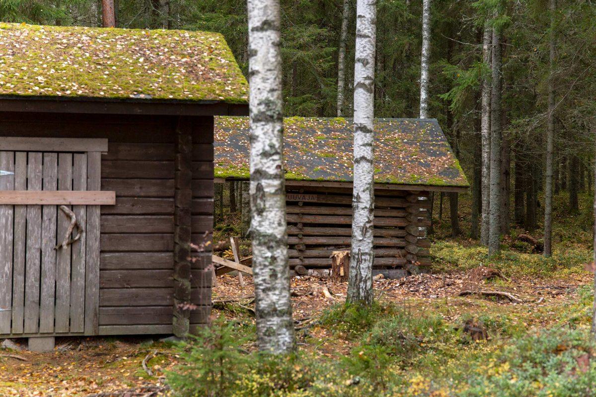 Syysretki Pukala 2021 - Perinteiset vajarakennukset Roninmaan laavulla.